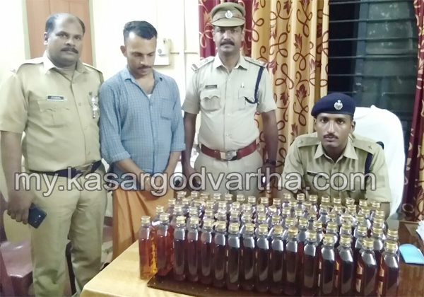 Kerala, News, Kasargod, Periya, Liquor, Arrest, Youth, Police, Bike, Custody, Court, Remand, Youth arrested with liquor.