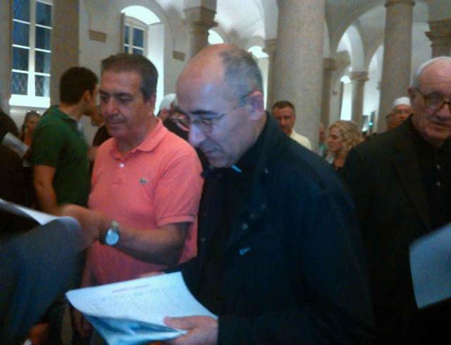 O padre Georges Jahola, da diocese siro-católica de Mosul foi levá-las a local seguro.