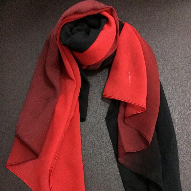 Model Pashmina dua tone merah hitam bahan sifon