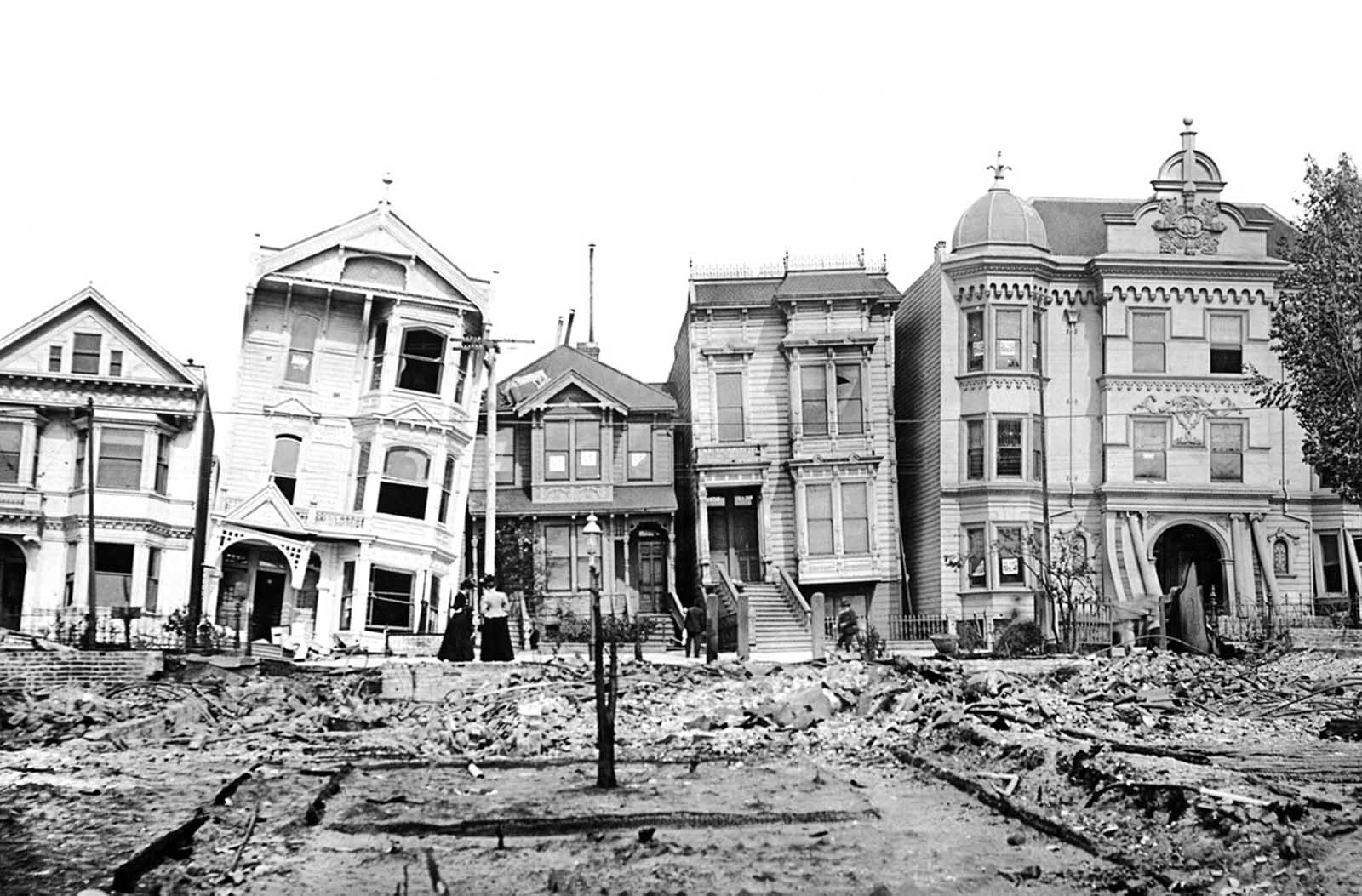 View of Howard Street homes left tilting after the 1906 San Francisco.