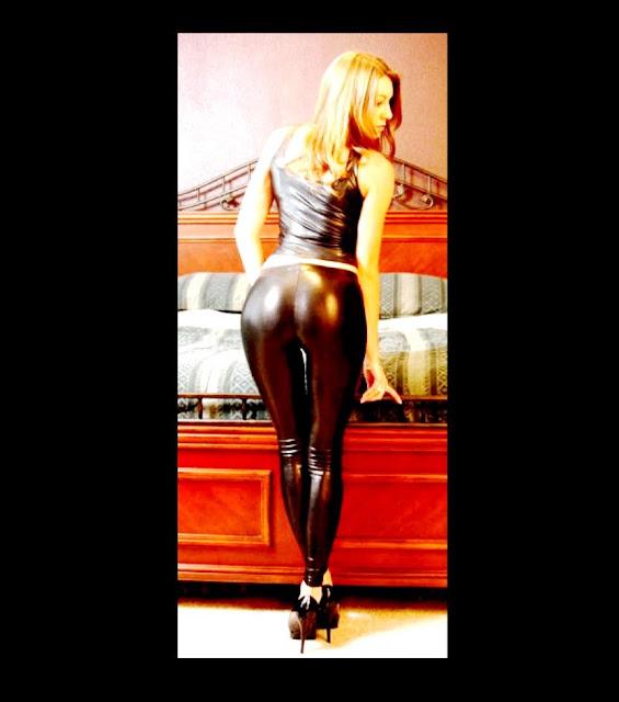 фото эротика www.eroticaxxx.ru - девушка в обтягивающих штанах