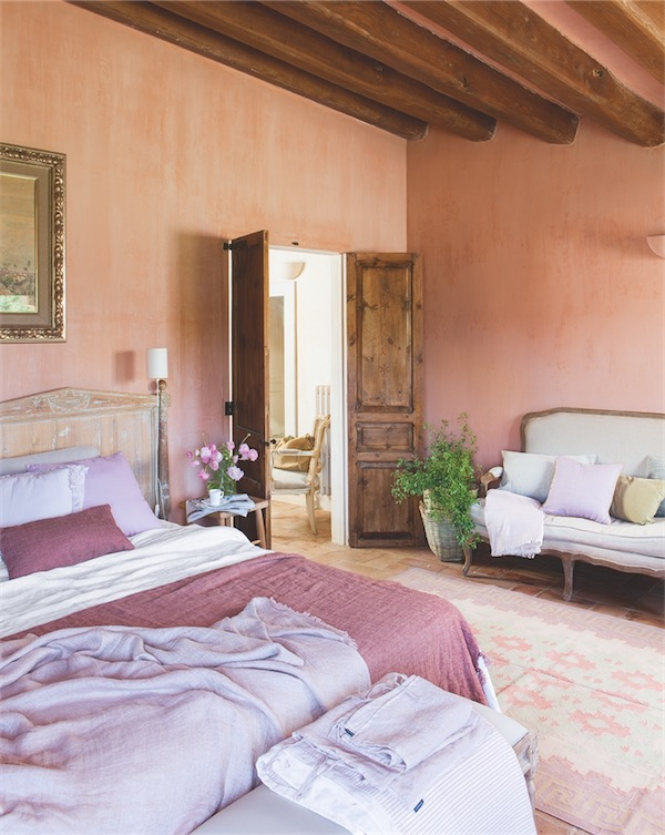 tonos malva dormitorio masia catalana