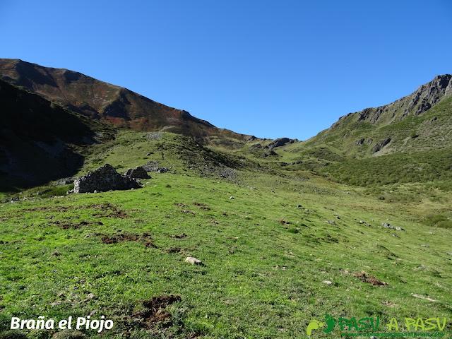 Ruta al Cornón por el Valle los Cereizales: Braña el Piojo en el Valle de Cereizales