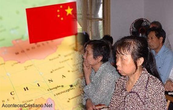 Cristianos reunidos en una casa iglesia en China