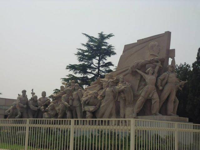 Esculturas en el Mausoleo de Mao Zedong (Plaza Tian'anmen) (Beijing) (@mibaulviajero)