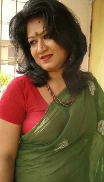 Housewife Photo Desi Mallu Hot Housewife Sexy Cleavage -4441