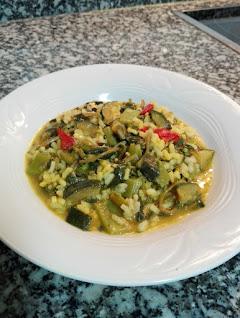 Arroz con verdolagas y verduras al curry