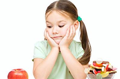 memperhatikan pola makan anak