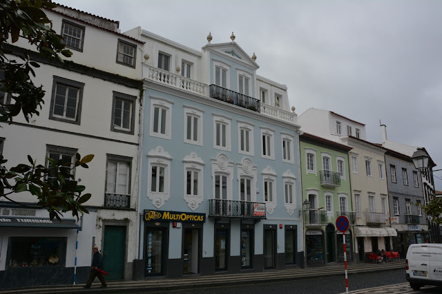 Largo de Matriz facade
