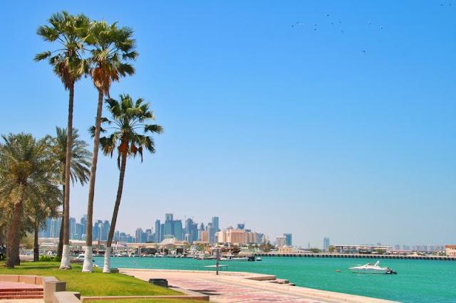 Al Corniche y West Bay al fondo en Doha, Qatar