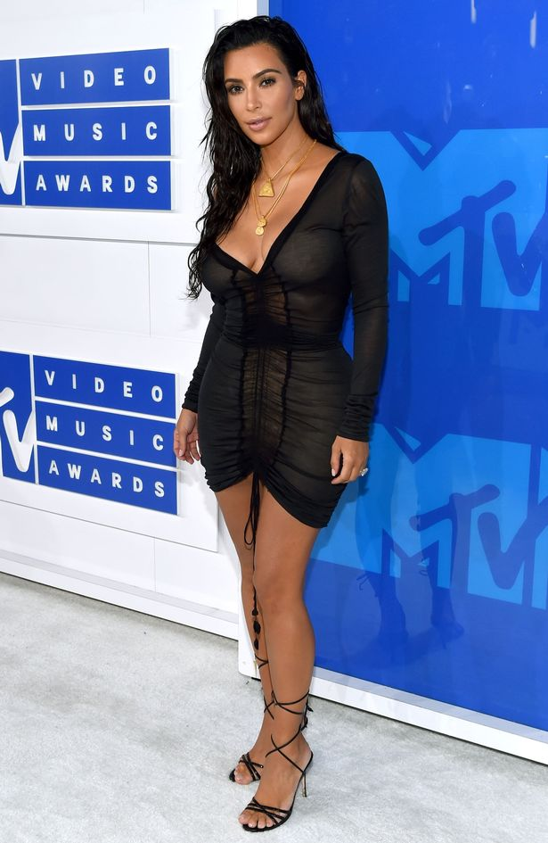 2016-MTV-Video-Music-Awards-Red-Carpet