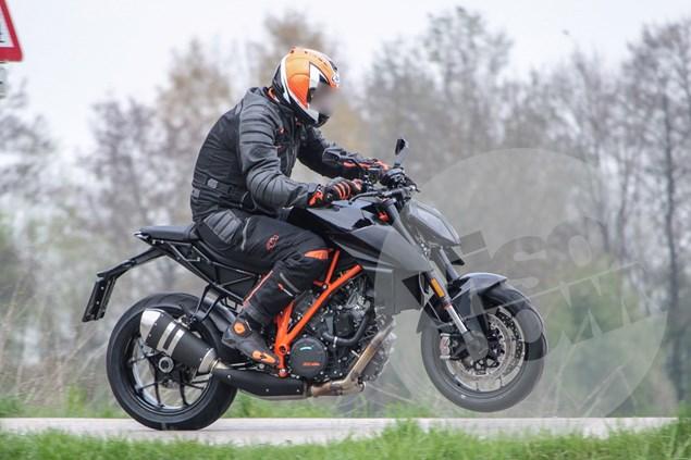 KTM 1290 Super Duke R akan mendapatkan update untuk tahun 2017 mendatang  . . apa saja updatenya ?