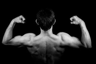 kulturysta, workout, efekty pompek, co gwarantuje 100 pompek, trening 100 pompek, tydzień 1 treningu 100 pompek