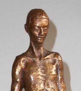 sculpture d'Adèle Vergé en résine bain de bronze : Homme berbère
