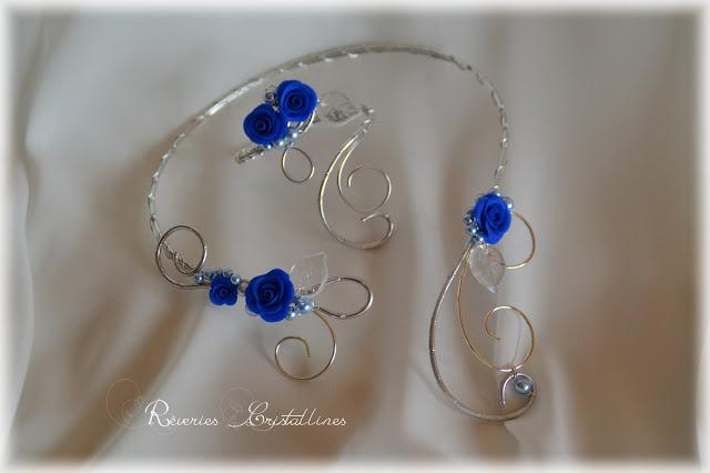 bijoux collier et bracelet en fil metallique et roses porcelaine