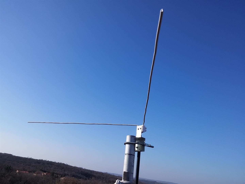 LNA for all: DIY 137 MHz WX SAT V-dipole antenna
