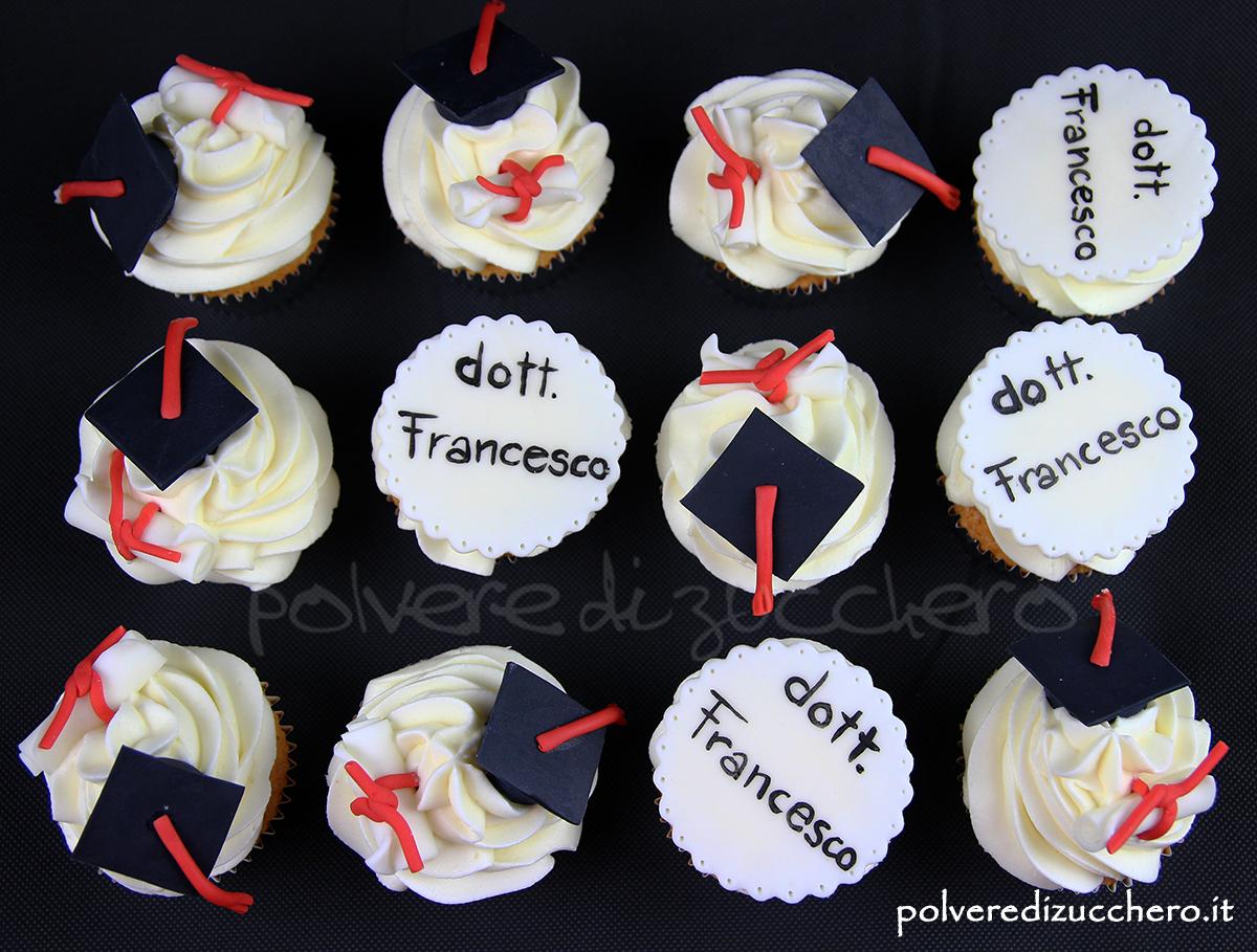 cupcake decorati pasta di zucchero laurea toco pergamena graduation parchment cake design polvere di zucchero fondant doctor