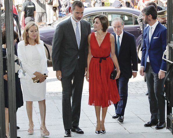 Queen letizia wore Carolina Herrera silk dress in red, Prada Toe Pump, Coolook earrings and carried Nina Ricci Arc Clutch