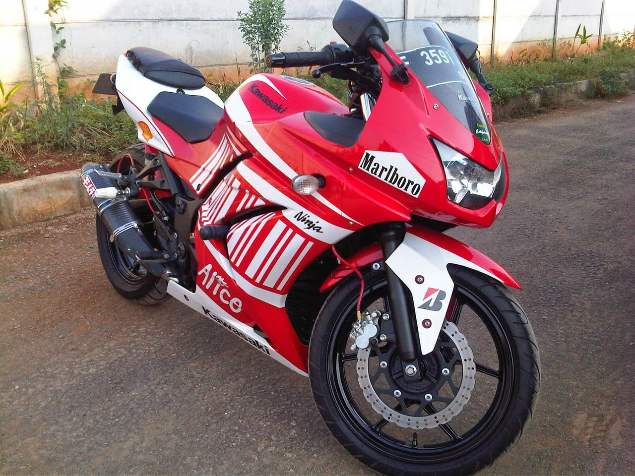 Modifikasi Motor Kawasaki Ninja 250 Warna Merah
