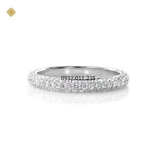 Nhẫn nữ ba hàng kim cương hình vòm tinh tế