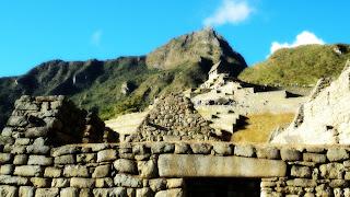 Construção Inca e Apu Machu Picchu, ao Fundo