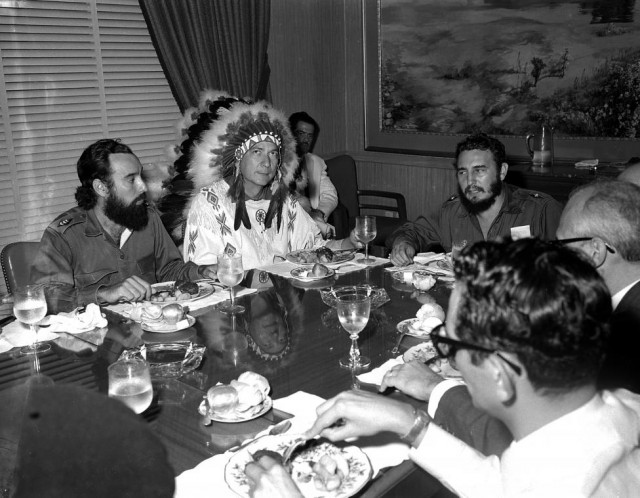 Ha muerto Fidel Castro. Fidel%2BCastro%2Bse%2Bre%25C3%25BAne%2Bcon%2Blos%2Bindios%2Bamericanos%2Ben%2BLa%2BHabana%252C%2B16%2Bde%2BJulio%2Bde%2B1959.