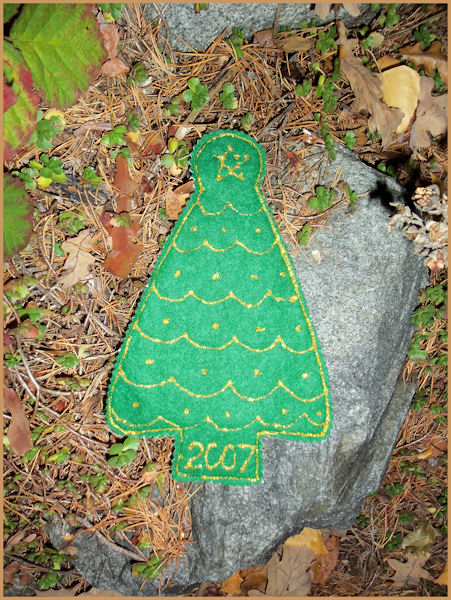Squirrels do Sew: Christmas tree window decoration