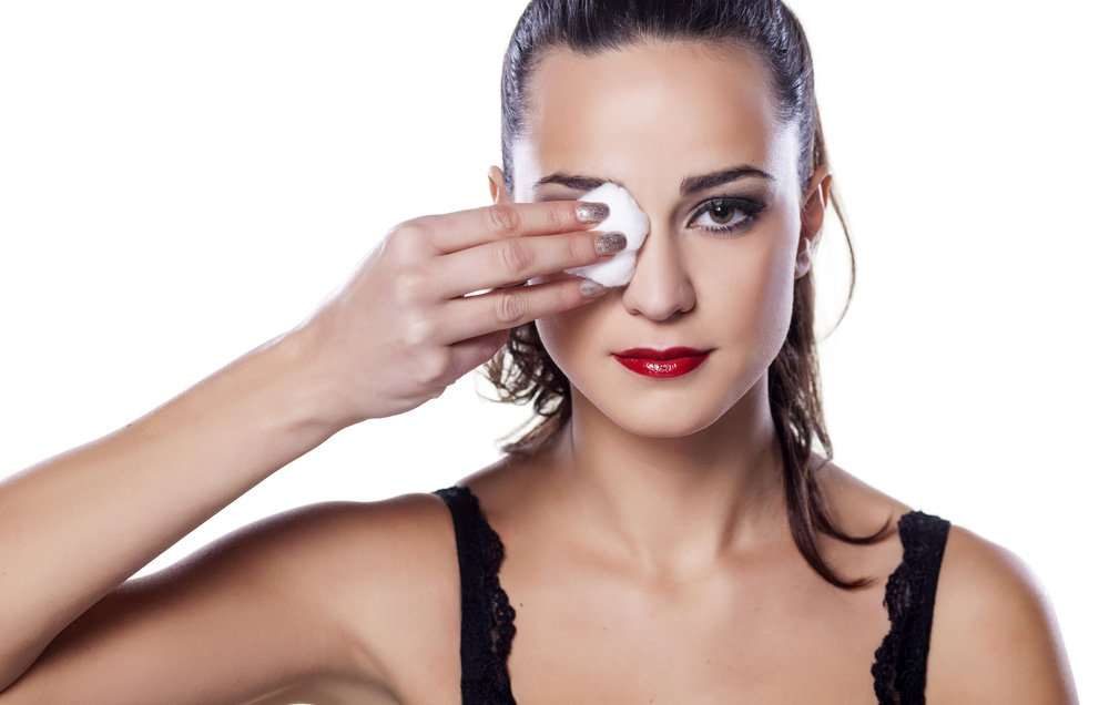 Can you use coconut oil to remove eye makeup