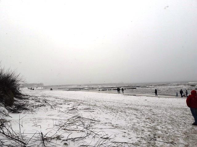 Ustka, plaża, plaża Ustka, Ustka zimą, zima nad morzem