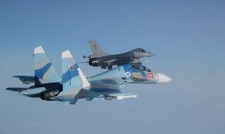 Jet Tempur Su-27 Rusia Cegat Pesawat Tempur F-16