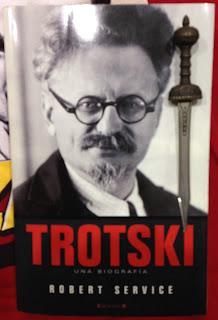 Portada del libro Trotski, de Robert Service