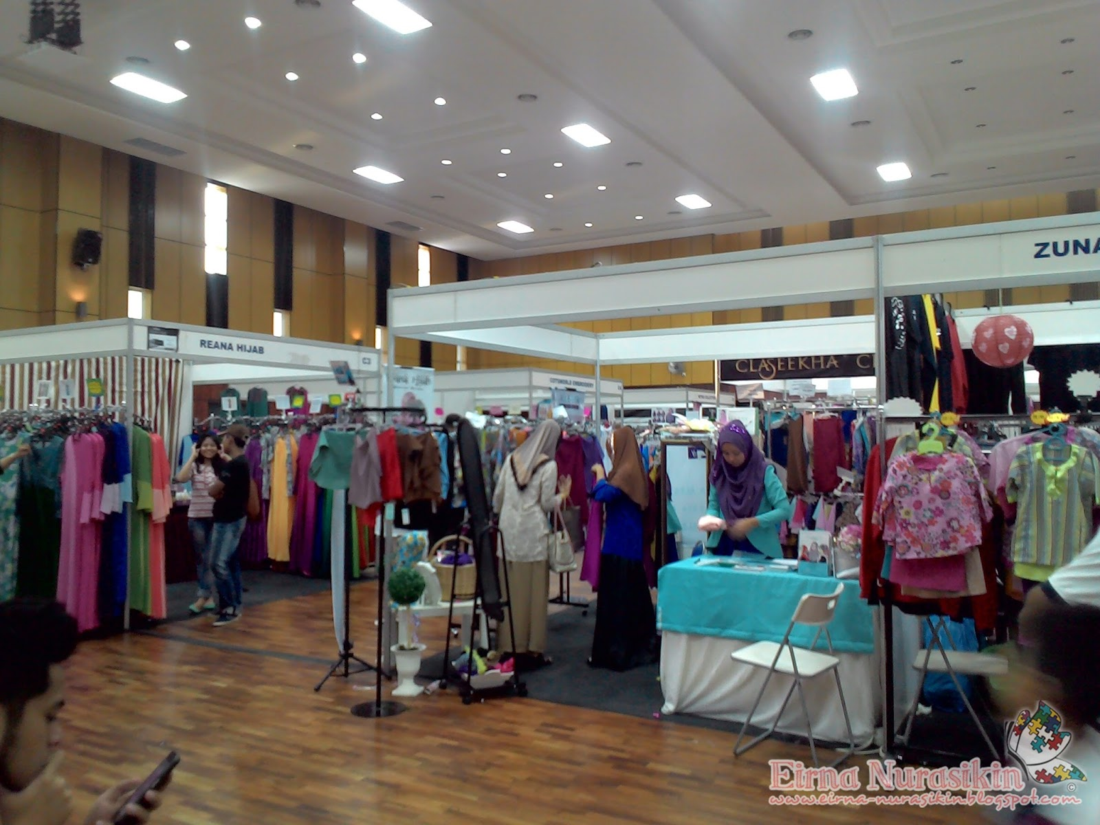 Terdapat booth hijab yang terkenal iaitu Aidijuma dan Naelofar Hijab Selain booth hijab ada juga booth menjual pakaian makanan dan produk kecantikan