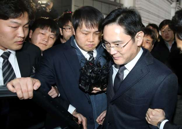 Samsung Group chief to be charged with bribery, embezzlement amid scandal