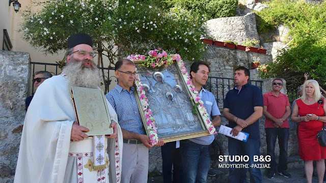 Λιτανεία της εικόνας της Αγίας Σοφίας στα σοκάκια του Ναυπλίου (βίντεο)