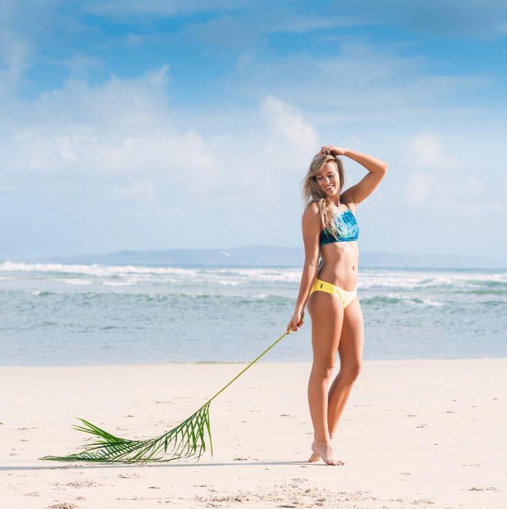 surf beach beachwear bikinis australie