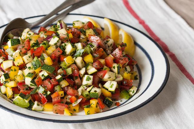 Letnja salata od sitno sjeckanog povrća