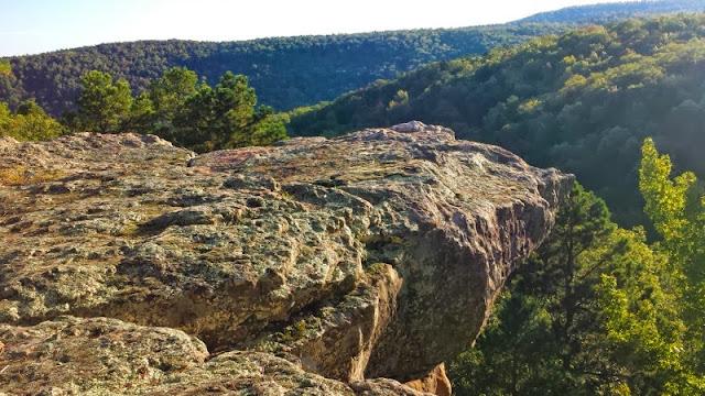 Pedestal Rocks Loop Trail in Pelsor, AR