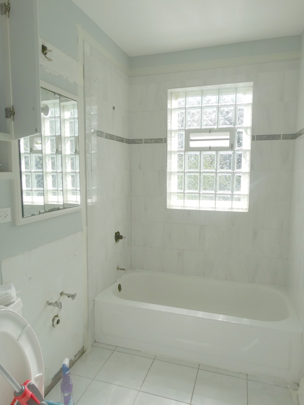 1950 bathroom remodel - Here Is Our 1950 S Bathroom In The New House Love The Cast Iron Tub And Glass Block Window Gives Some Character To This Bathroom