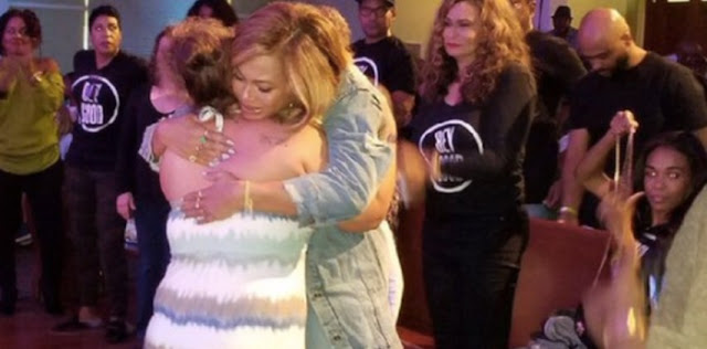 Beyonce And BeyGOOD Team Visits Hurricane Harvey Survivers In Houston & Gives Food,Watch