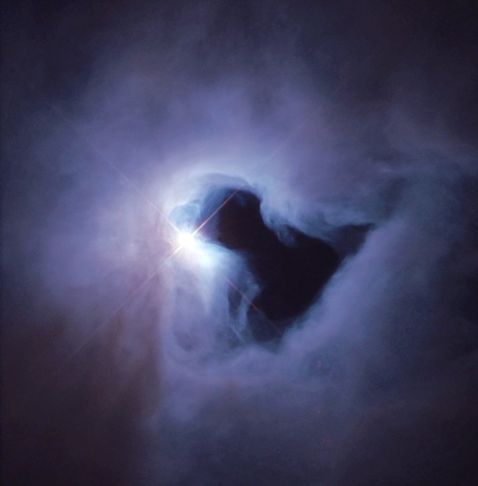 Bóng của ai đó giữa những đám khí bụi của tinh vân NGC 1999. Hình ảnh: NASA/STScI.