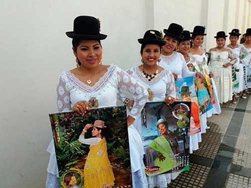 Portada Calendario Cholita paceña para Santa Cruz