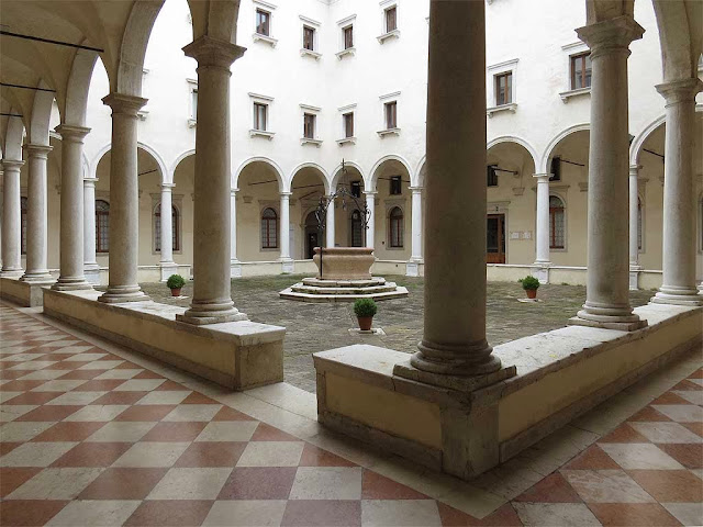 Primo chiostro, first cloister, church of San Salvador, Venice