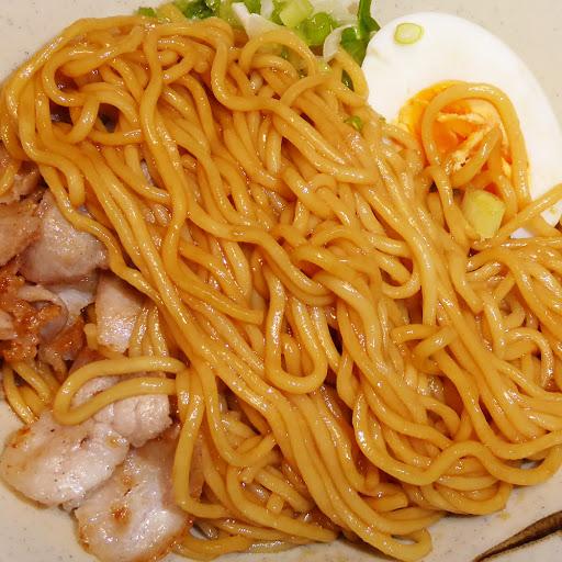 【サンヨー食品】サッポロ一番 油そば 豚のうまみがきいた濃厚醤油だれ