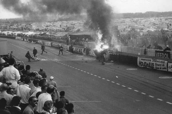 accident 24h du mans 1955 cadillac. Black Bedroom Furniture Sets. Home Design Ideas