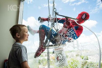 Spiderman buscando nuevas orientaciones laborales