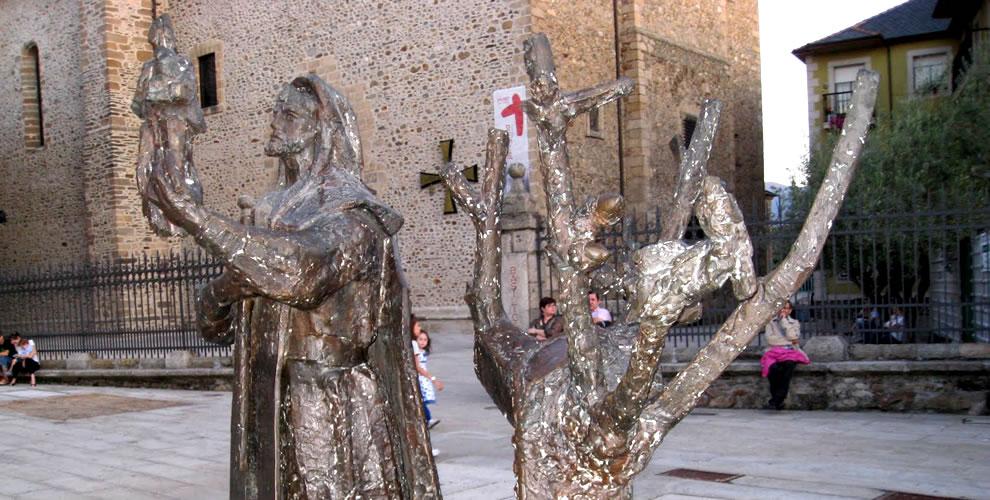 Our Lady of Oak statue commemorates the miracle. Photo: © BasilicadelaEncina.es.