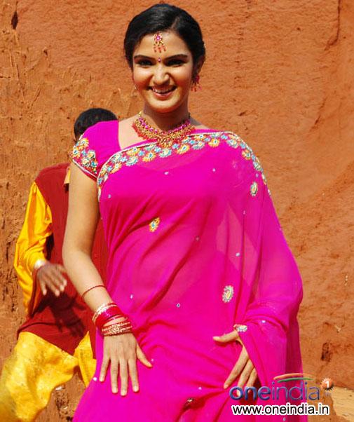 Redwine Malayalam: Honey Rose Mallu Tamil And Telugu Hot