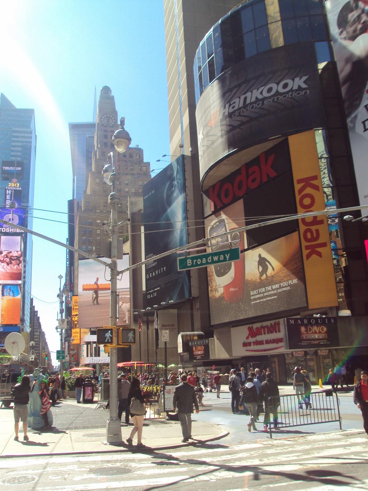 Times Square (entre as ruas 42 Oeste e 47 Oeste)