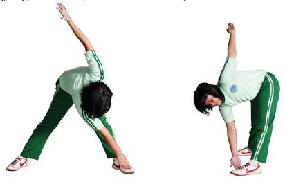 Latihan meregangkan otot paha, pinggang, dan lutut (berdiri kangkang)