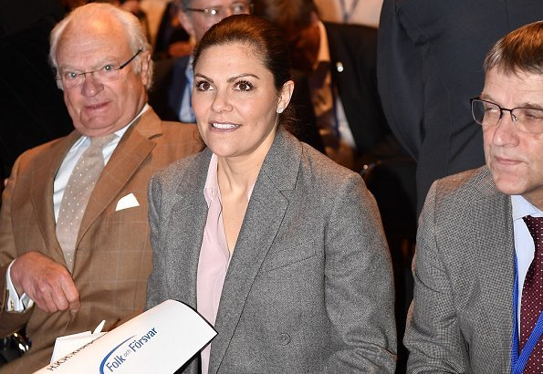 Crown Princess Victoria wore a wool blazer and trousers by Erdem X H&M. Society and Defense conference in Sälen